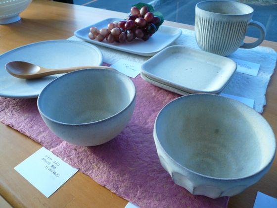 シモヤユミコさんの器を入荷しました